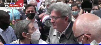 Jean-Luc Mélenchon enfariné pendant une manifestation contre l'extrême-droite
