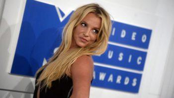 Féline, Britney Spears se déhanche en combinaison léopard sur Instagram