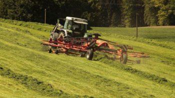 Une femme meurt en tondant sa pelouse dans un accident inimaginable