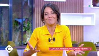 """C à vous : Florence Foresti dénonce le """"mauvais goût"""" de son public lors des Césars 2020"""