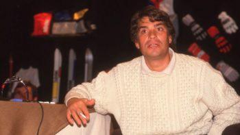 """Bernard Tapie : qui est Jean-Claude, son petit-frère """"adoré"""" au parcours quasi similaire ?"""