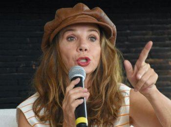 """Cette comédienne qui fait polémique en balançant sur la crise sanitaire:  """"C'est le coronacircus"""""""