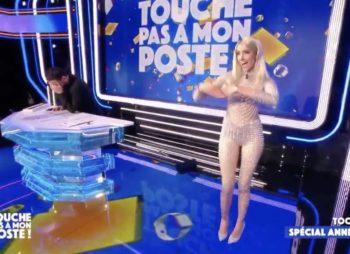 """L'ex Miss France Delphine Wespiser débarque dans """"TPMP"""" dans une combinaison ultra transparente qui ne cache (presque) rien !"""