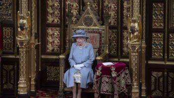 Elizabeth II : pour son premier discours après la mort du prince Philip, la reine abandonne sa robe de cérémonie