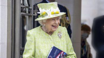 Elizabeth II : ce cliché d'elle à 14 ans qui provoque un rire moqueur plein d'autodérision