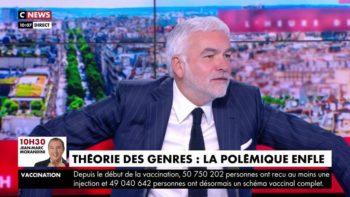 """""""Vous me sidérez !"""" :PascalPraudprend la défense de Bernard Tapie après un commentaire peu élogieux enplateau"""