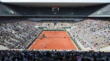 Roland-Garros : la fleur d'Emmanuel Macron au public en plein couvre-feu