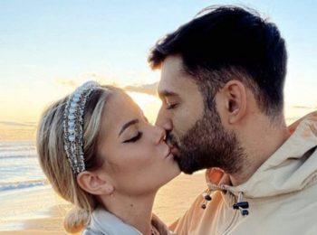 Romy dévoile (enfin) sa magnifique bague de fiançailles