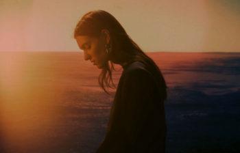 Charlotte Cardin interprète une reprise réussie d'Amy Winehouse pour Spotify Singles