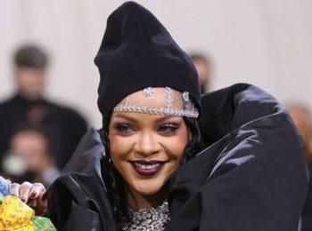 MET Gala 2021 : on sait quel rouge à lèvres Rihanna portait sur le tapis rouge